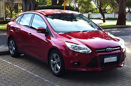 2013 Ford Focus (LW II) Trend Sedan (2015-08-04).JPG