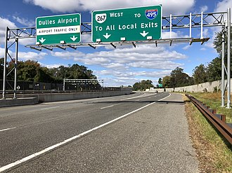 Virginia State Route 267 - View west at the east end of the Dulles Access Road, where it diverges from the Dulles Toll Road