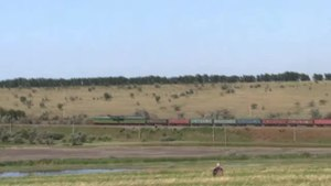 File:2TE116-691 with freight train, Izmail - Artsiz, 2012.webm