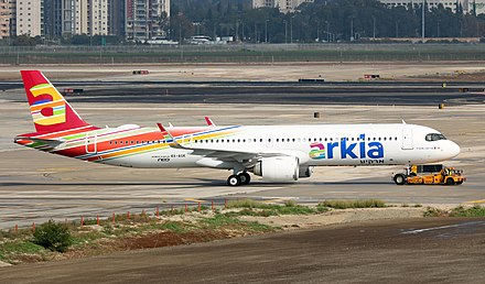 First delivered to Arkia, the A321LR has a black windshield frame 4X-AGK Micha.jpg