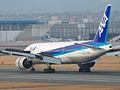 ANA B777-281 (JA706A) landing (395578932).jpg