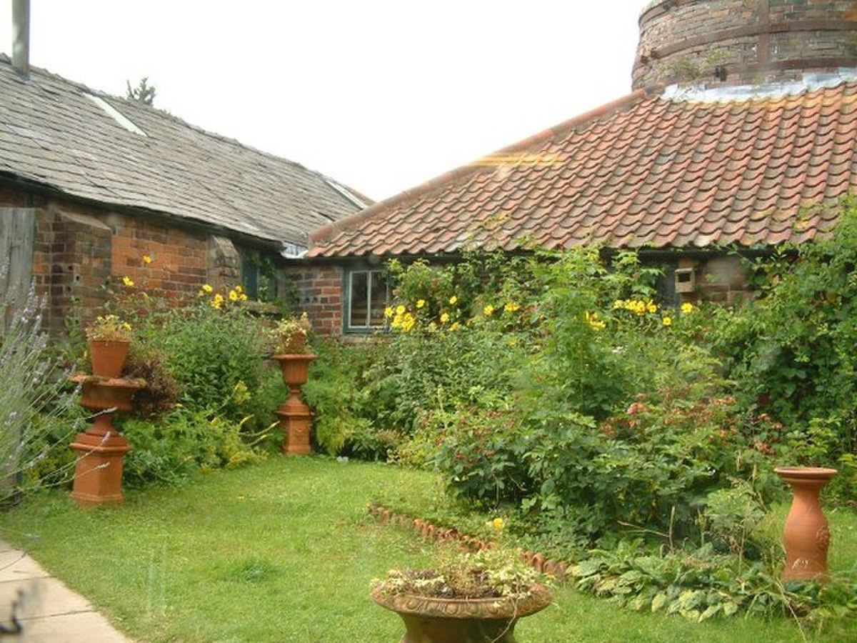 A garden at the pottery - geograph.org.uk - 775246.jpg