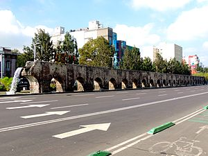 Chapultepec aqueduct - View of remaining arches of the Spanish built Chapultepec Aqueduct