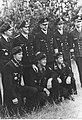 Admirał Karl Donitz w otoczeniu dowódców i marynarzy niemieckiej marynarki wojennej (2-2607).jpg