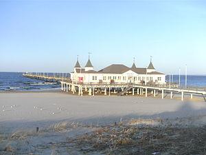 Seesteg mit dem historischen Restaurant Seebrücke Ahlbeck