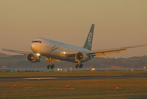 Boeing Everett Factory - Air New Zealand Boeing 767 landing
