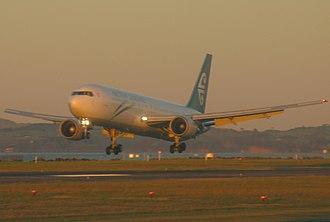 Boeing Everett Factory - Air New Zealand Boeing 767 landing