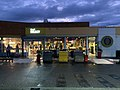 Aire de Lyon-Dagneux, boutique Shell au petit matin.jpg