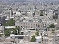 Aleppo (Halab), Blick von der Zitadelle (Qal'at Halab) auf die Stadt, (ayyubidisch von al-Aziz) (37989225474).jpg