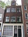 foto van Huis, vanwege de zandstenen onderdelen van de gevelhals