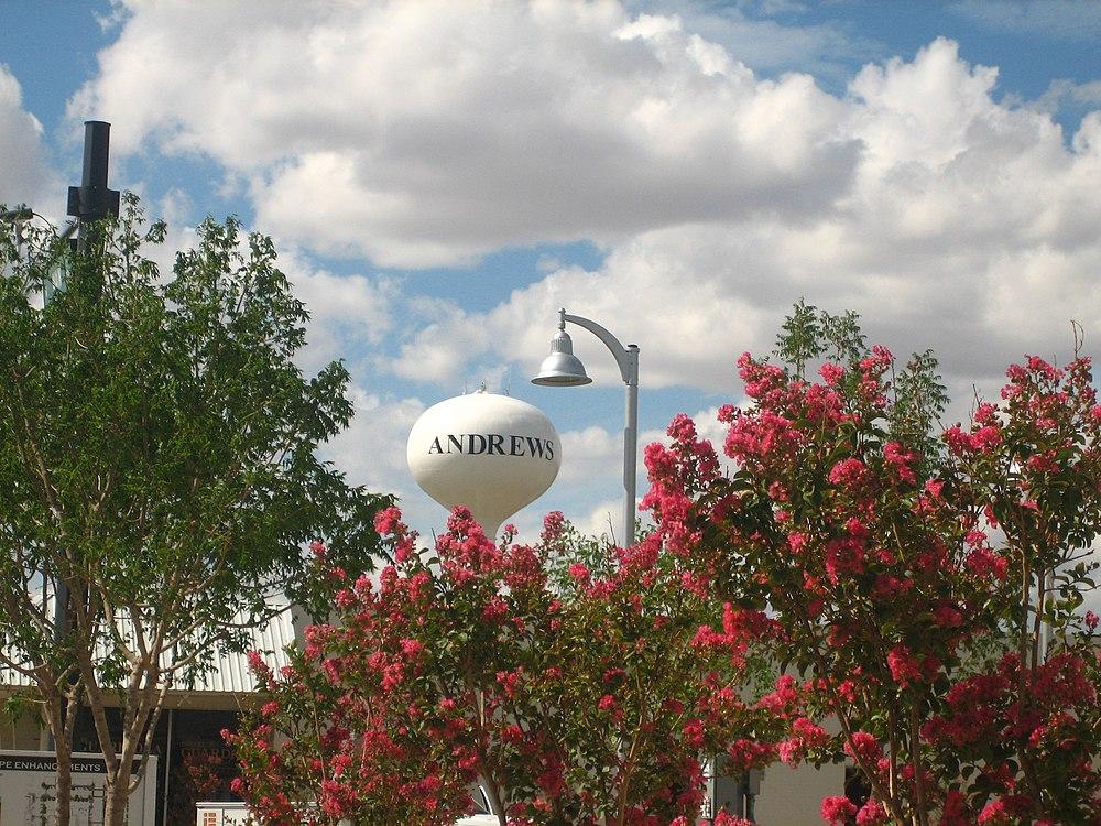 The population density of Andrews in Texas is 616.34 people per square kilometer (1595.4 / sq mi)