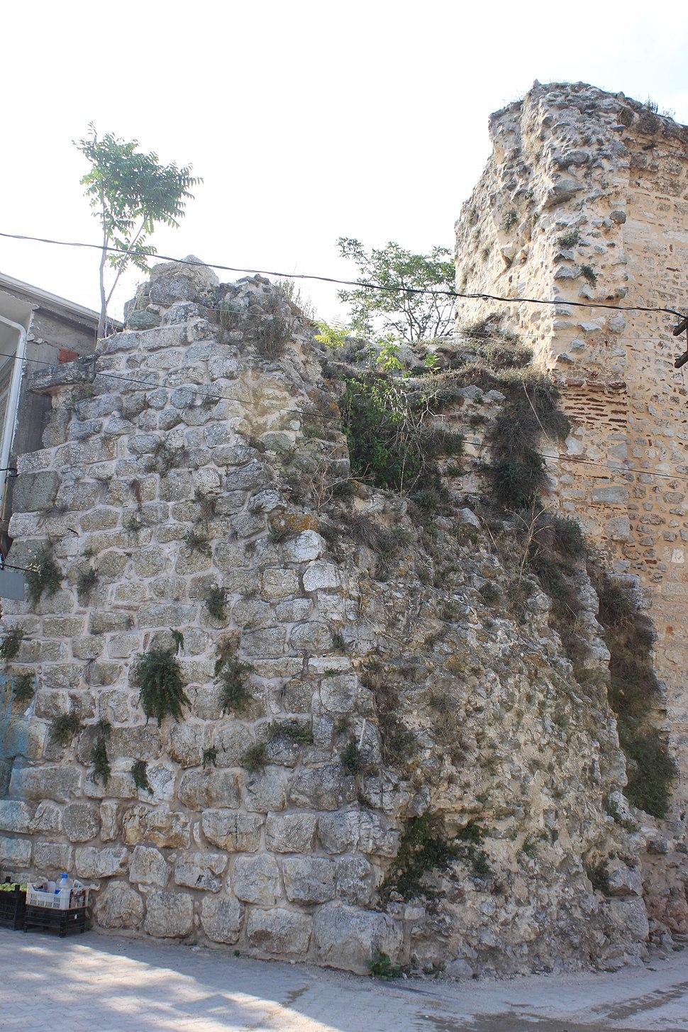 Apollonia ad Rhyndacum, byzantinische Stadtmauer 01