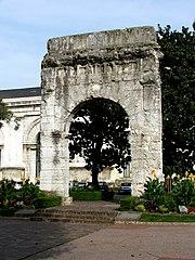L'arc romain de Campanus à Aix-les-Bains