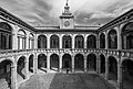 Archiginnasio di Bologna e cortile2.jpg