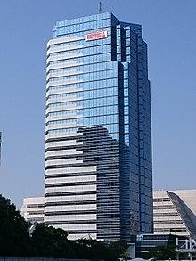 Ein hoher Glaswolkenkratzer