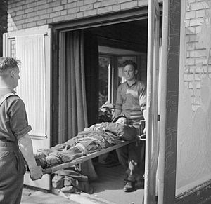 133rd (Parachute) Field Ambulance - Stretcher bearers and casualty during the Battle of Arnhem.
