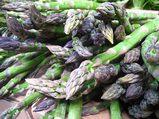 A pile of green asparagus spears (click to embiggen)