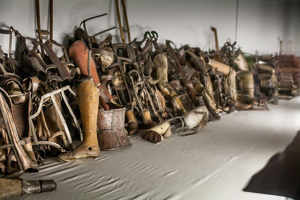 Prothèses du musée du camp nazi d'extermination d'Auschwitz près de Cracovie.