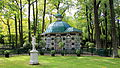 Aviary Pavilion on the grounds of Peterhof in Russia.JPG
