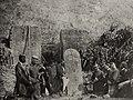 Baptista, M.A. - Priester und Laien am Grab des schon lange toten Christen, Macau (Zeno Fotografie).jpg
