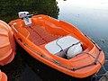 Barque en plastique orange.jpg