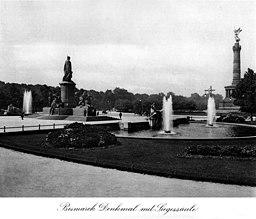 Bismarckdenkmal, Siegessäule , Merker Berlin [Public domain], via Wikimedia Commons