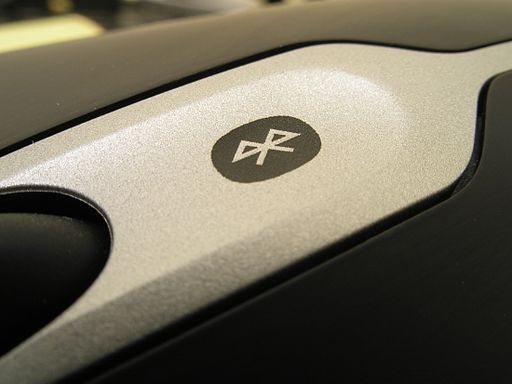 Bluetooth logo on mouse from aside