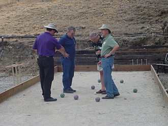 Lawn game - Image: Bocce players scoring
