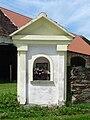 Borovnice (ČB) - kaplička na rozcestí.jpg