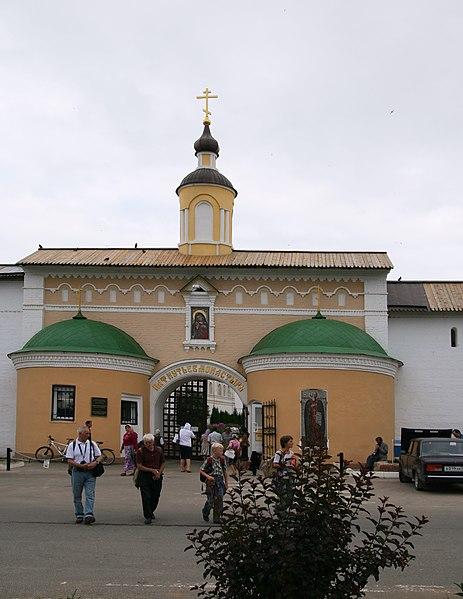 File:Borovsk PBM Gate.JPG
