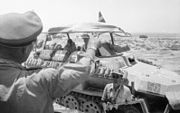 "Bundesarchiv Bild 101I-785-0296-22A, Nordafrika, Rommel im Befehlsfahrzeug ""Greif"""
