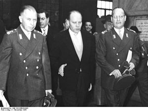 Theodor Blank - Blank (center) with Bundeswehr Generals Hans Speidel and Adolf Heusinger
