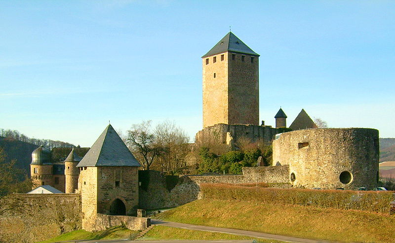 http://upload.wikimedia.org/wikipedia/commons/thumb/1/1a/Burg_Lichtenberg_total.jpg/800px-Burg_Lichtenberg_total.jpg