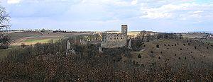 Burg Niederhaus – Gesamtansicht vom Hochhauser Berg