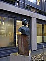 Bust of Queen Elizabeth, the Queen Mother (geograph 4764415).jpg