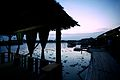 Cabana junto a um lago no Camboja.jpg