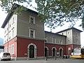 Cadenazzo - stazione ferroviaria - fabbricato viaggiatori lato strada.jpg
