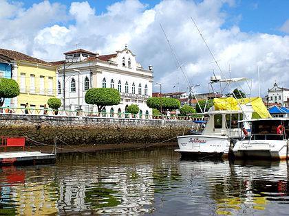 Câmara Municipal de Valença vista a partir do rio