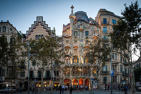 Travel Guide for Barcelona covering things to see and do, transportation and hotels