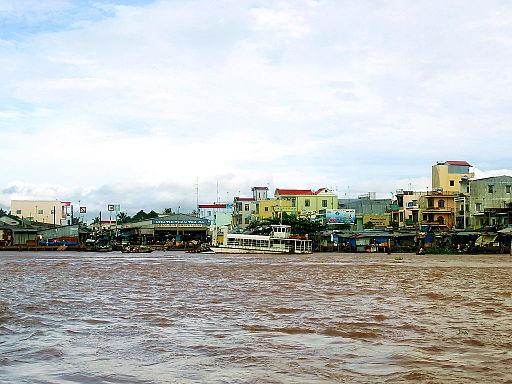 Chợ thị trấn Trà Ôn