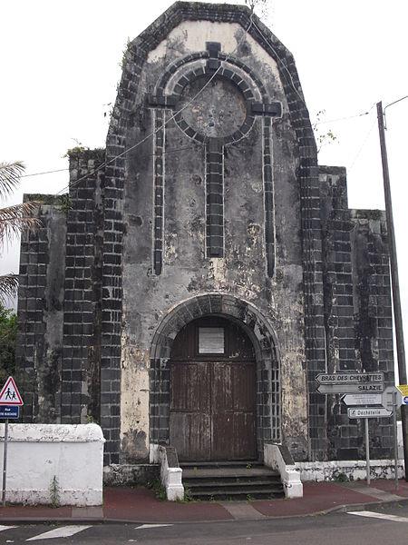 Prise de vue de face de la Chapelle Sainte Jeanne d'Arc (monument historique) à Saint André (La Réunion)