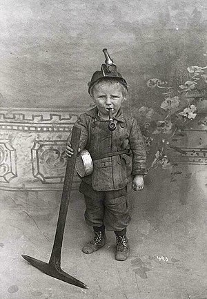 Castle Gate Mine disaster - Image: Child miner from Utah with pipe, c. 1910