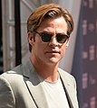 Chris Pine (42727112570) (cropped).jpg