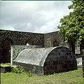 Collectie Nationaal Museum van Wereldculturen TM-20030072 Oude graven en ruines van de uit 1774 daterende Nederlands Hervormde Kerk Sint Eustatius Boy Lawson (Fotograaf).jpg