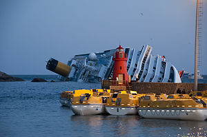 Collision of Costa Concordia 4.jpg