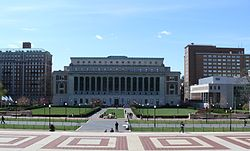 Columbia University College Walk Court Yard 03