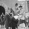 Coolsingel van Rotterdam, een delegatie uit Berkel-Rodenr te paard om de gemeent, Bestanddeelnr 915-2378.jpg