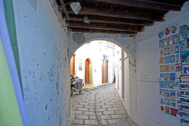 Covered alley in Lindos, Rhodes 2.jpg