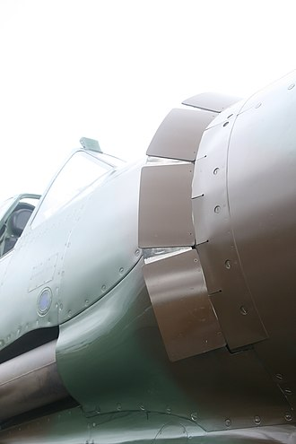 Aircraft engine controls - Image: Cowl flaps (front)