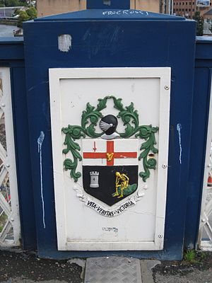 Craigavon Bridge - Image: Craigavon Bridge decoration Londonderry (Derry) Coat of Arms Original 2